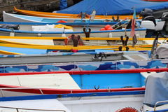 Petits bateaux dans le port Photo stock