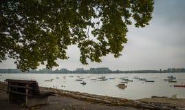 Petits bateaux de pêche images stock