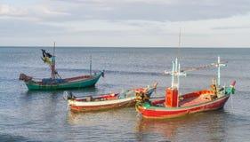 Petits bateaux de pêche amarrés Images libres de droits