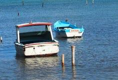 Petits bateaux de pêche au Cuba Photographie stock libre de droits