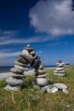 Petits cairns en pierre chez Rubh Aird-Mhicheil Photos libres de droits