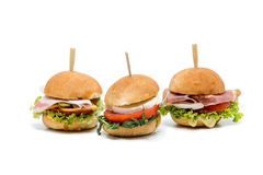 Petits canapes d'hamburger sur le blanc image libre de droits