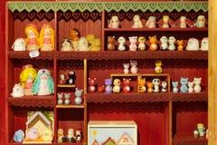 Petits chiffres en bois faits main de jouet photographie stock libre de droits