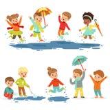 Petits enfants de sourire mignons jouant sur les magmas, ensemble pour la conception de label Loisirs actifs pour des enfants Ban Photo libre de droits