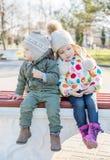 Petits enfants drôles frère et soeur Photos libres de droits