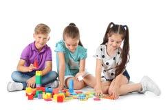 Petits enfants jouant ensemble Photographie stock