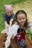 Petits enfants jouant le pirate Image libre de droits