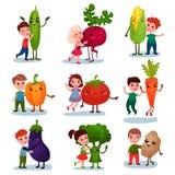Petits enfants mignons ayant l'amusement et étreignant les légumes géants, meilleurs amis, nourriture saine pour le vecteur de ba illustration de vecteur