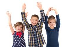 Petits enfants riants sur un blanc Photo libre de droits