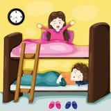Petits enfants sur le lit superposé Images libres de droits