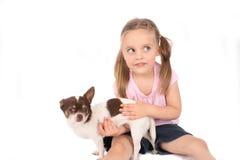 Petits fille et crabot Image stock