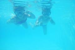 Petits fille et garçon comme plongeurs Images libres de droits