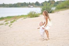 Petits frère et soeur Photographie stock