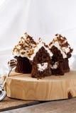 Petits gâteaux avec de la crème creamcheese et de beurre photos libres de droits