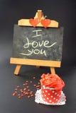 Petits gâteaux avec de la crème rouge de beurre Photo stock