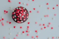 Petits gâteaux avec de petits coeurs Photographie stock libre de droits