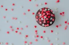 Petits gâteaux avec de petits coeurs Photo stock