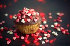 Petits gâteaux avec de petits coeurs Image libre de droits