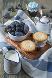 Petits gâteaux avec des baies Photo libre de droits