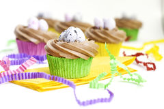 Petits gâteaux avec le givrage Images stock