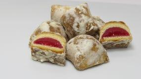 Petits gâteaux avec le remplissage rose Photo libre de droits