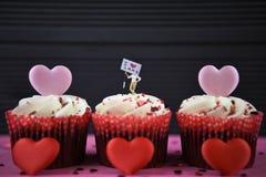 Petits gâteaux avec le signe pour le gâteau d'amour d'I photo libre de droits