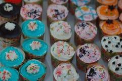 Petits gâteaux colorés Photographie stock libre de droits