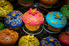Petits gâteaux colorés décoratifs Photo stock