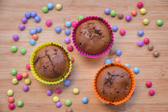 Petits gâteaux colorés de cholate Photographie stock