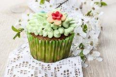 Petits gâteaux colorés de Pâques Images stock