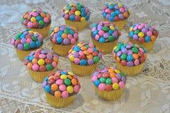 Petits gâteaux décorés colorés Photos libres de droits