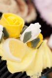 Petits gâteaux décorés colorés Image libre de droits