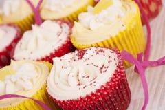 Petits gâteaux décorés colorés Photographie stock