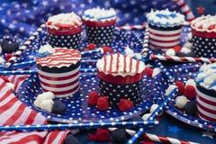 Petits gâteaux décorés pour le quatrième de la célébration de juillet Photos libres de droits
