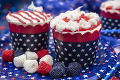 Petits gâteaux décorés pour le quatrième de la célébration de juillet Photographie stock libre de droits
