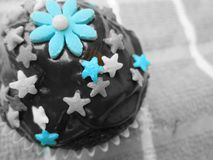 Petits gâteaux délicieux et admirablement décorés Photos libres de droits