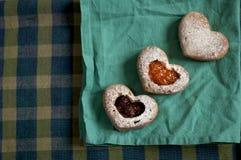 Petits gâteaux d'amour avec la confiture Image libre de droits