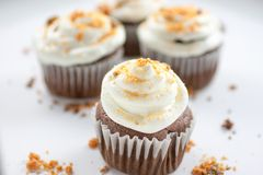 Petits gâteaux de Butterfinger de chocolat image stock