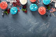 Petits gâteaux de drapeau américain pour le 4ème juillet Photos stock