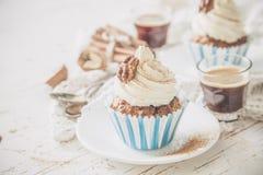 Petits gâteaux de gâteau à la carotte avec le givrage de crème de beurre Images stock