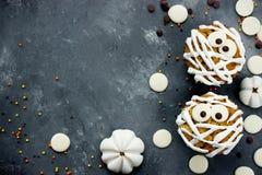 Petits gâteaux de Halloween en tant que mamans Images stock