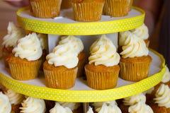 Petits gâteaux de mariage Photos libres de droits