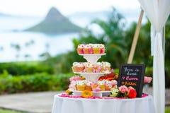 Petits gâteaux de mariage Images stock