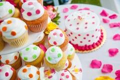 Petits gâteaux de mariage Image stock