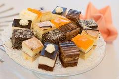 Petits gâteaux de mariage Images libres de droits