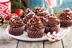 Petits gâteaux de menthe poivrée de chocolat avec la canne de sucrerie Photo stock