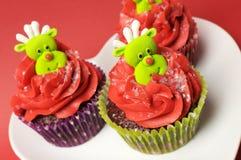 Petits gâteaux de Noël avec l'amusement et les visages originaux de renne - angle. Images stock