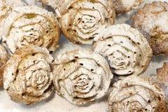 Petits gâteaux en sucre en poudre images stock