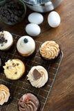 Petits gâteaux et ingrédients gastronomes Images stock