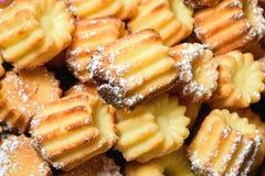 Petits gâteaux frais cuits au four de vanille images libres de droits